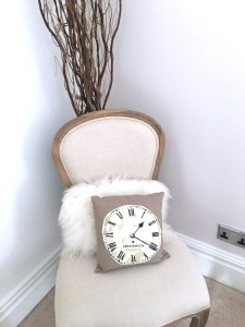 chair_clock_pillow